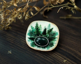 Silent Marsh ooak wooden gemstone brooch, indie mystical handpainted brooch, woodland boho jewelry, white and green moss agate