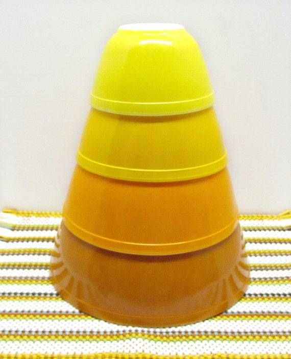 Yellow Pyrex Mixing Bowl Set
