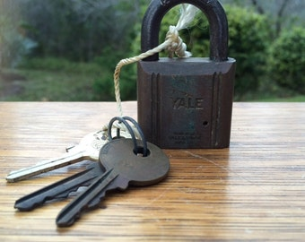 RESERVE for JOANNE: Vintage Brass YALE Padlock with One (1) Key in Working Condition, Old Brass Hardened Lock.