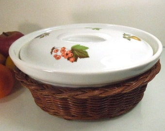 Cordon Bleu Casserole in Wicker Carrier, BIA Stoneware Casserole, Lidded Baking Dish, White Stoneware Dish, Rattan Wicker Holder, Bakeware
