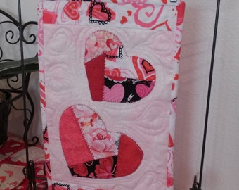 Valentines/Happy Valentines/Hearts/ wall hanging/table topper/