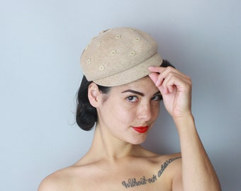 1950s Buttoned cap | vintage 50s oatmeal wool hat with cute button studs