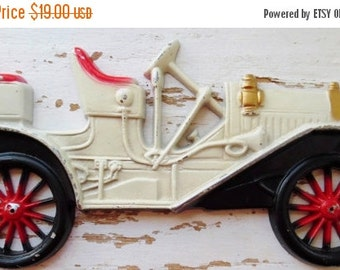 ON SALE Car, Wall Plaque, Midwest Co, Cast Metal, Wall Hangings, Vintage, 1910 Buick, Antique Looking Car, Wall Décor, Boy's Room, Red, Whit