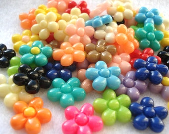 13mm Resin Flower Cabochon Mixed Colours Pack of 25 Flower Flatback Embellishments CAB11