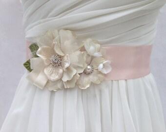 Bridal Sash, Wedding Sash in Blush Pink And Ivory WIth Lace, Swarovski Crystals And Crystals, Bridal Belt, Wedding Dress Sash, Flower Sash