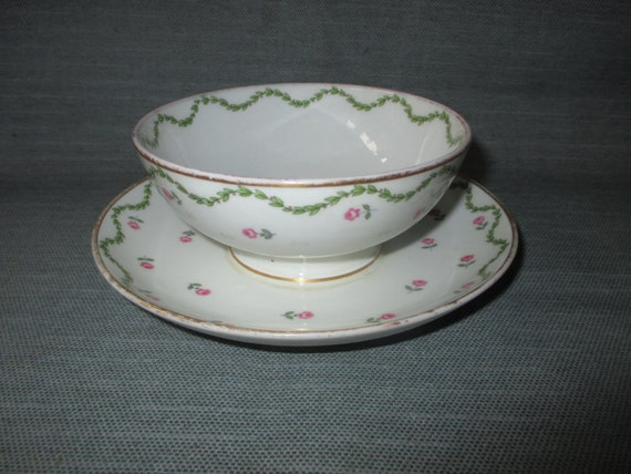 GDA Limoges Sauce Bowl with Attached Underplate, Green Laurel, Pink Roses, Gold Trim (ca. 1930s)