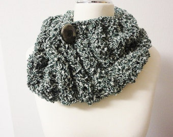 Loop Tube Infinity Scarf green white handknitted