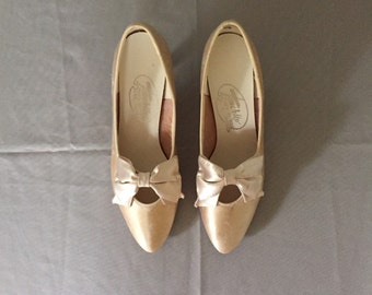 marie antoinette bow heels | antiqued bow pumps | 7.5