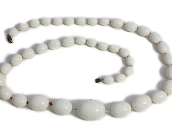 Necklace Bakelite antique Art Deco Beads white
