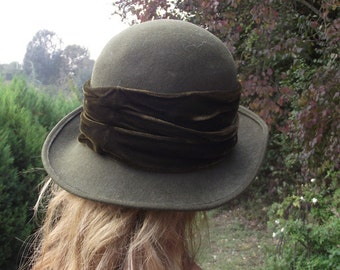 Vintage Olive Green felt bowler Hat with velvet ribbon - early 1980