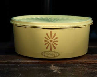 """Vintage 1970s Tupperware Yellow Stacking Canister - # 1204-6 """"Cornmeal"""""""