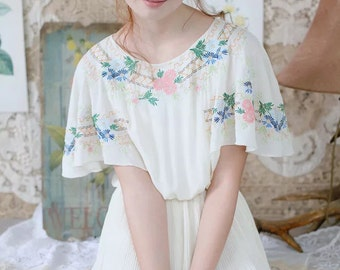 Woman Vintage style flowers embroidery off white pleated one piece dress