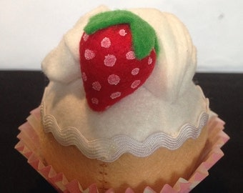 Felt play food - felt cupcakes - felt cake - felt vanila cupcake