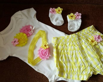 Newborn Girl.  0-3 months. Take Home Outfit. Hospital pictures. Little Sister.  Baby clothes. Flower Headband. Bubble shorts.