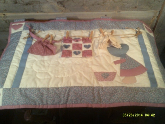 Vintage Amish Hand Quilted Wall Hanging Laundry Day Laundry