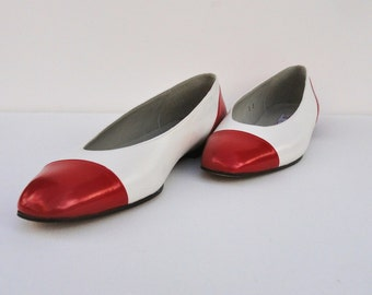 60s Leather Shoes, Vintage Pappagallo Two Tone Flats Red & White Size 8 Narrow Made in Spain 1960s Ballet Flats Minimalist Low Heel Slip Ons