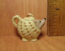 Tiny HEDGEHOG TEAPOT Coffeepot Pitcher Animal Teapots Hegde Hog- French Feve Feves Porcelain Figurine Miniature GG1