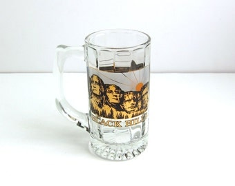 Vintage Black Hills Mount Rushmore South Dakota Frosted Black and Gold Souvenir Travel Glass Beer Mug