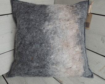 Unique pillow (handgevilt wool felt)