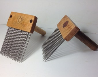 Two Comb (double row),and diz for wool
