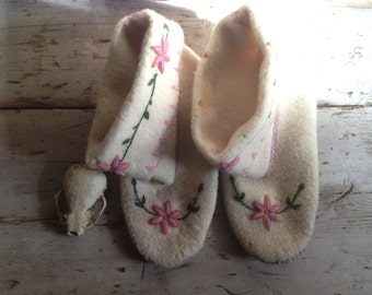 wool moccasins / Native moccasins / wool slippers / embroidered slippers