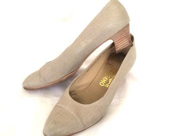 1980s Linen Ferragamo Low Heel Pumps Sz. 8.5 B