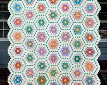 Grandmothers Flower Garden Quilt, 1930s Vintage Quilt, Green Garden Path, Fussy Cut,  Hand Quilted, Handmade, Depression, Unused, Excellent