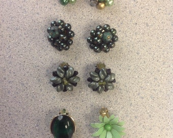 Lot of 3 pairs and 2 single vintage clip earrings in shades of green