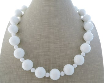 White agate necklace, chunky necklace, stone choker, large bead necklace, beaded necklace, italian jewelry, summer necklace, modern jewelry
