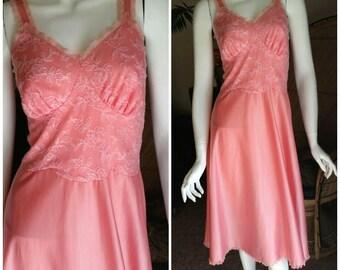 1950's Ballerina Pink Nightgown, Vintage Pink Lingerie, Bubble Gum Pink Negligee, Floral Print Night Wear, Girly 50's Jammie, Dancer Nightie