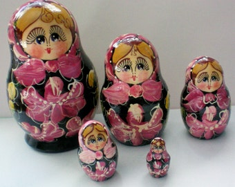 Russian Matryoshka Stacking or Nesting Dolls in Five Sizes - 4624