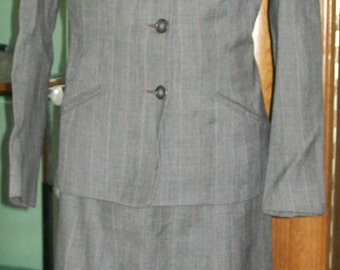 American 1940s original womens tailored suit,mint condition. 10uk size fit