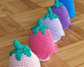 Spring flower egg cozy - bellflower - crochet