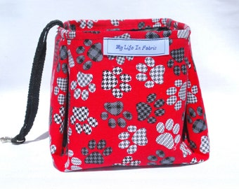 Large Portable Packable Collapsible Pet Dish Water Bowl Red Black Houndstooth Plaid Paws