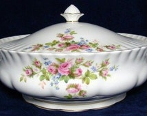 Vintage ROYAL ALBERT Moss Rose Tureen / Covered Vegetable Serving Dish. Bone China Lidded Tureen, Made In England in 1960s, First Condition.