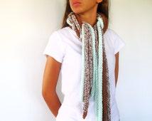Bufanda tejida tostada y verde. Bufandas originales hechas a mano. Bufandas tejidas modernas.