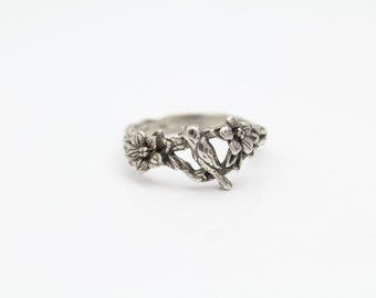 Vintage Sterling Silver Bird and Flowers on Branch Ring Band Sz 7.5. [8922]