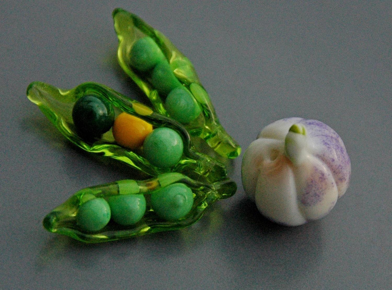 Sweet pea pod peapod organic lampwork bead craft for Peas in a pod craft