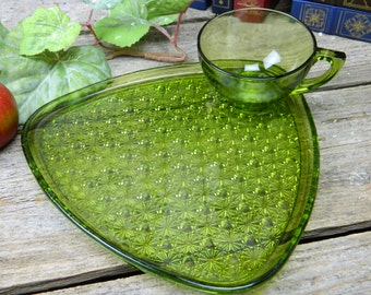 Set of 3 Mid Century Green Indiana Glass Daisy and Button Snack Set - Luncheon Set