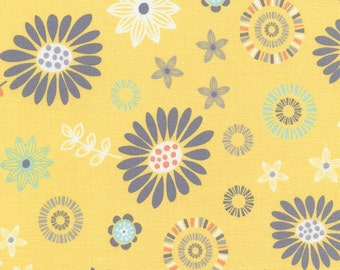 1/2 Yard Timeless Treasures Lily Tossed Daisy C4250 designed by Alice Kennedy