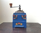 HAND PAINTED COFFEEGRINDER,Vintage coffee decor, Collectible Shabby Chic Grinder,Vintage Housewares, Floral Tole Painted ,1960s,Dutch desing