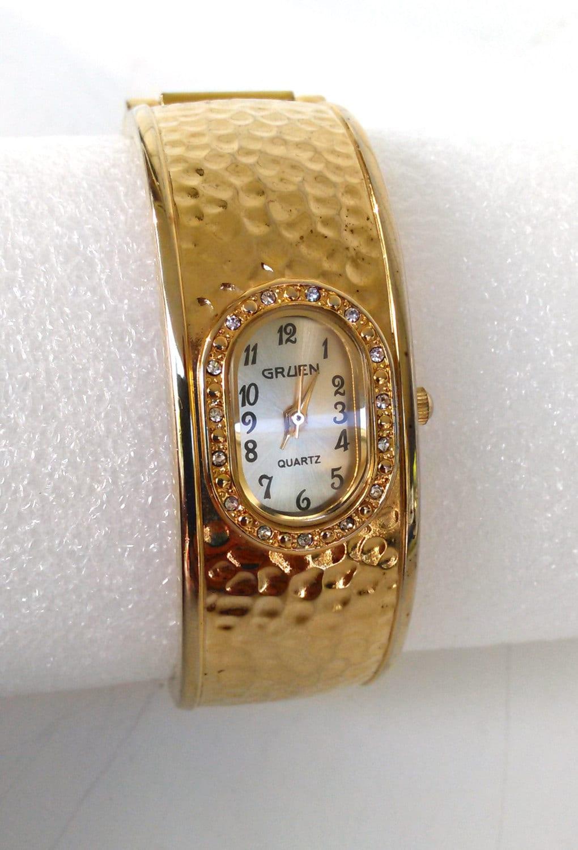 women 39 s gruen vintage watch hammered gold tone bangle. Black Bedroom Furniture Sets. Home Design Ideas