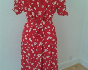 Great floral dress in red and white colours. Size Large