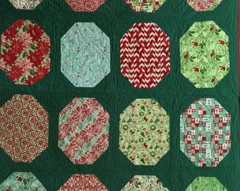 "Kate Spain Jingle Christmas Quilt ! Measures 79 by 59 "" Perfect Holiday  Gift Idea !"