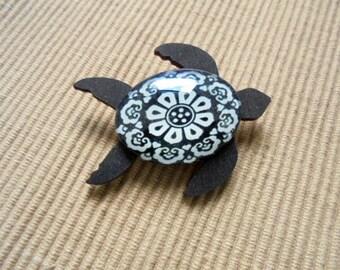 Brooch, sea turtle (1870)