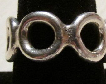 Sterling Silver Row of Circles Band Ring Size 8 3/4