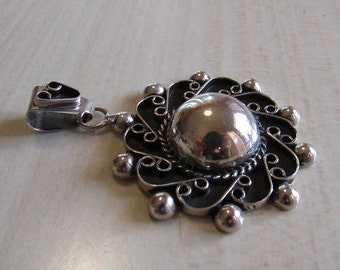 Pretty Sterling Silver Pendant from Mexico (J)
