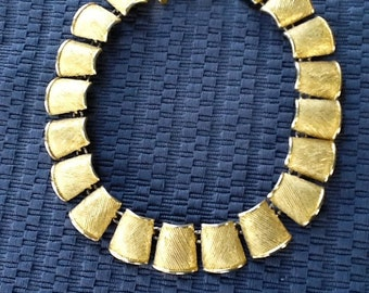 """AKII Anne Klein Glamor Necklace. Shining Textured Gold Tone Metal. Runway Show-Stopper 18"""" Necklace. Heavy. 1/2 Megaphone shaped gold links."""