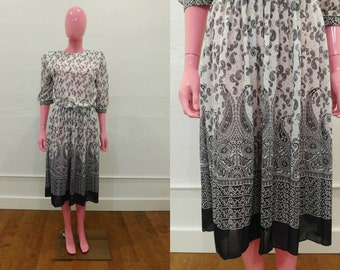 Vintage 80's Black & White Paisley Print Fit and Flare Knee Length Secretary Day Dress - Size Medium