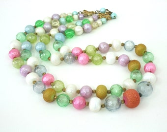 Vintage large bead necklace plastic necklace with graduating beads